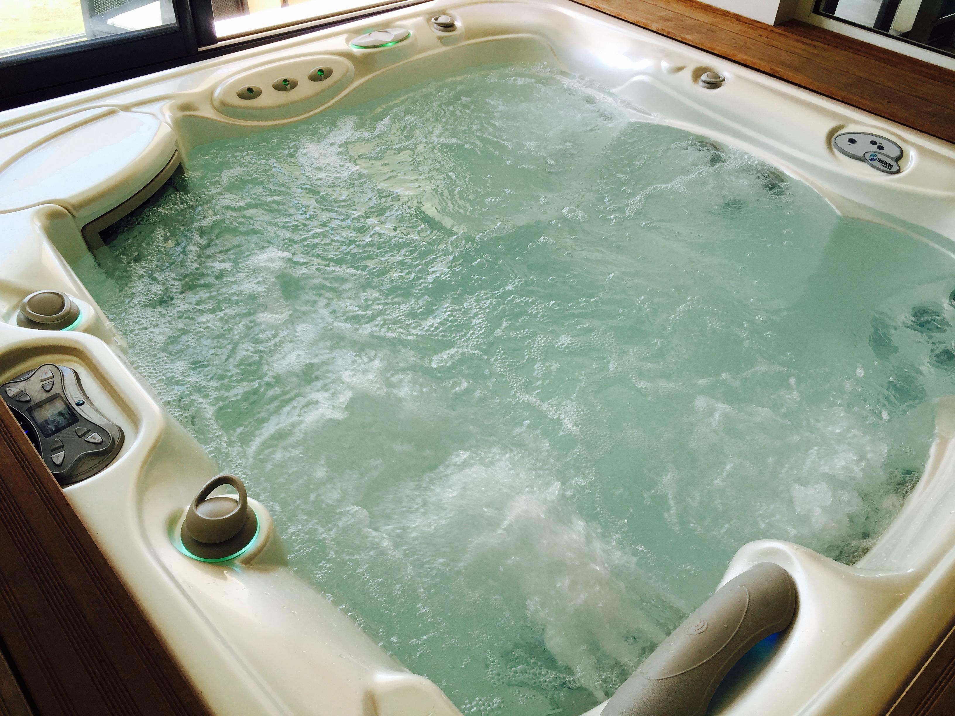 location de vacances avec piscine int rieure et spa. Black Bedroom Furniture Sets. Home Design Ideas