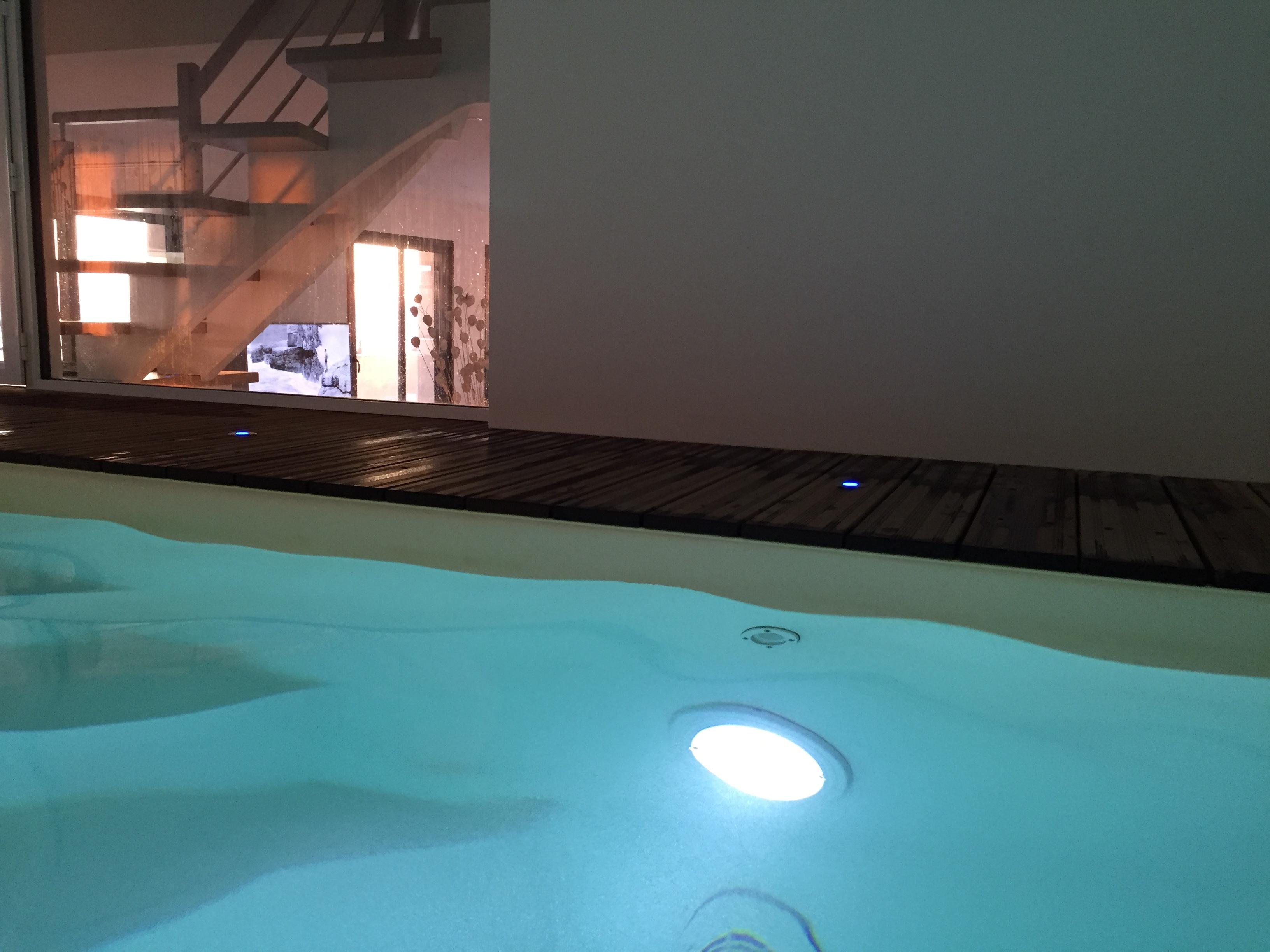 Location de vacances avec piscine int rieure et spa for Piscine et spa