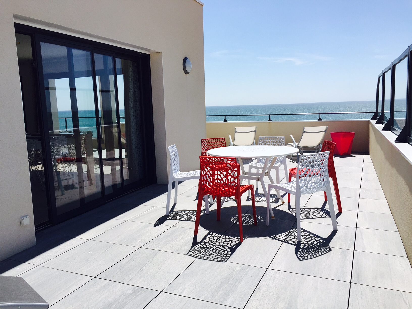 terrasse de la villa piscine intrieure prive et chauffe