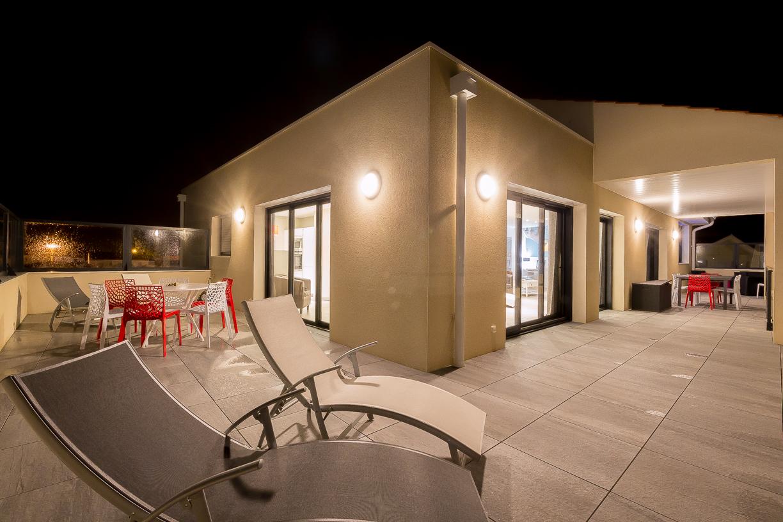 Duplex le lagon avec piscine intérieure vue de nuit